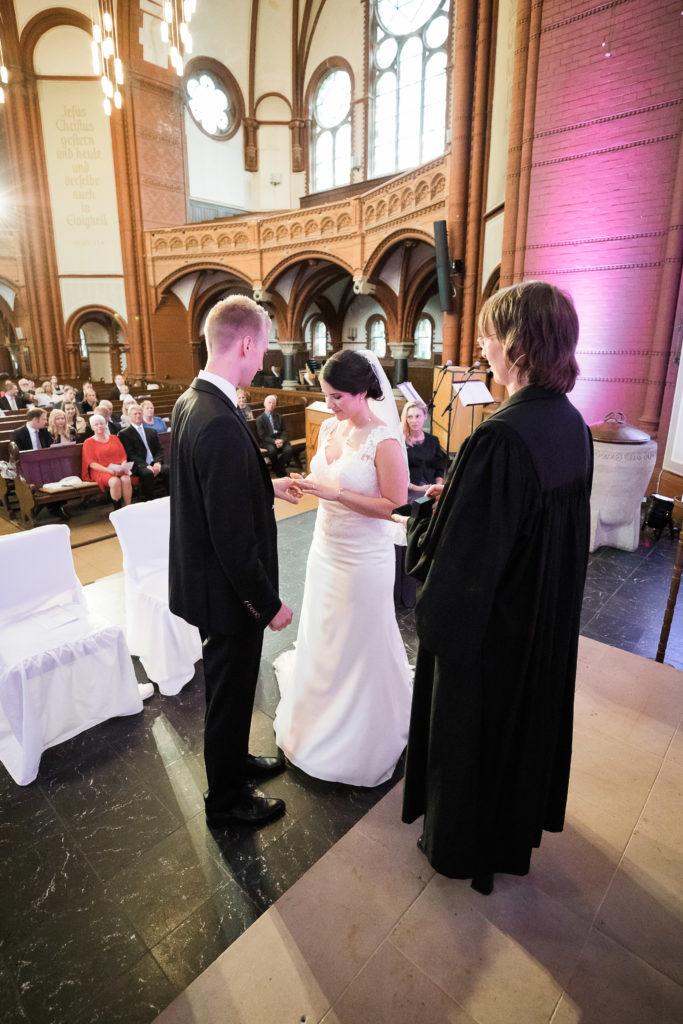 sj069 hochzeit fotograf solingen lutherkirche marcus claudi photography