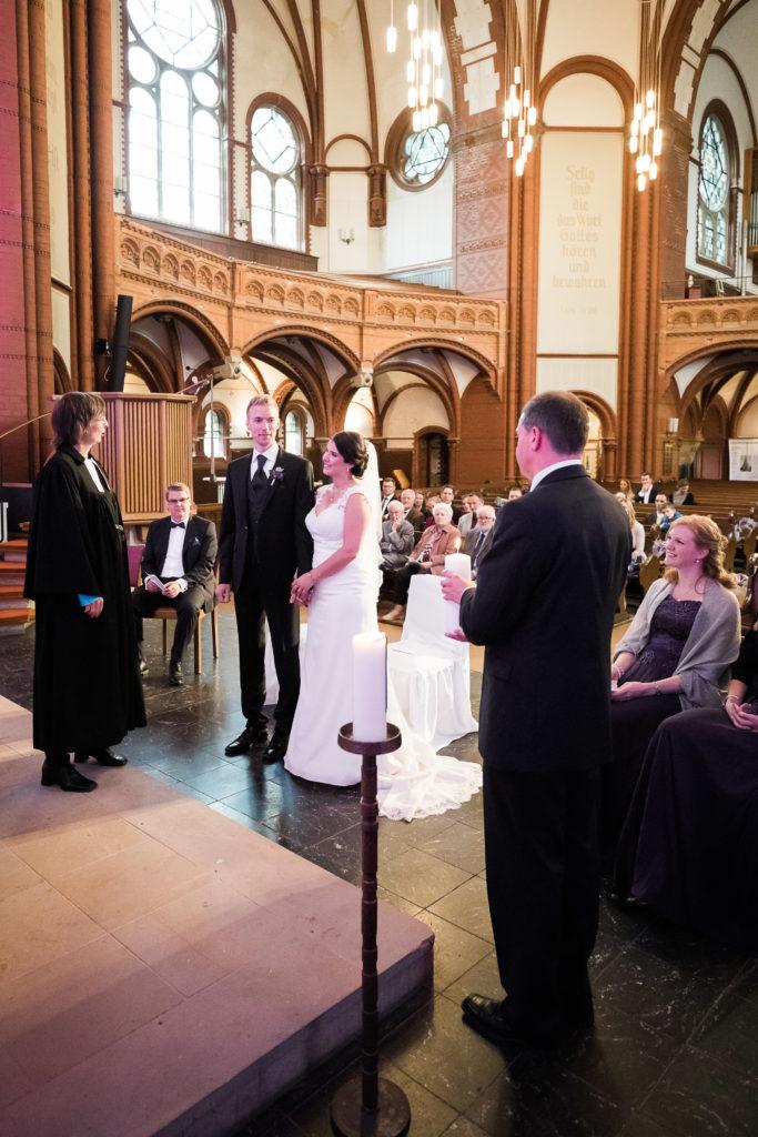 sj072 hochzeit fotograf solingen lutherkirche marcus claudi photography